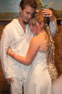 Crystal Bowersox  wore an organic, hemp and cotton wedding gown from Vermont designer Tara Lynn