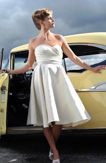 Billie Jean | A Vintage-style Wedding Dress